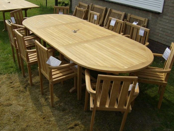Teak Tuinset Uitschuiftafel Ovaal 10 Kingston stapelstoelen